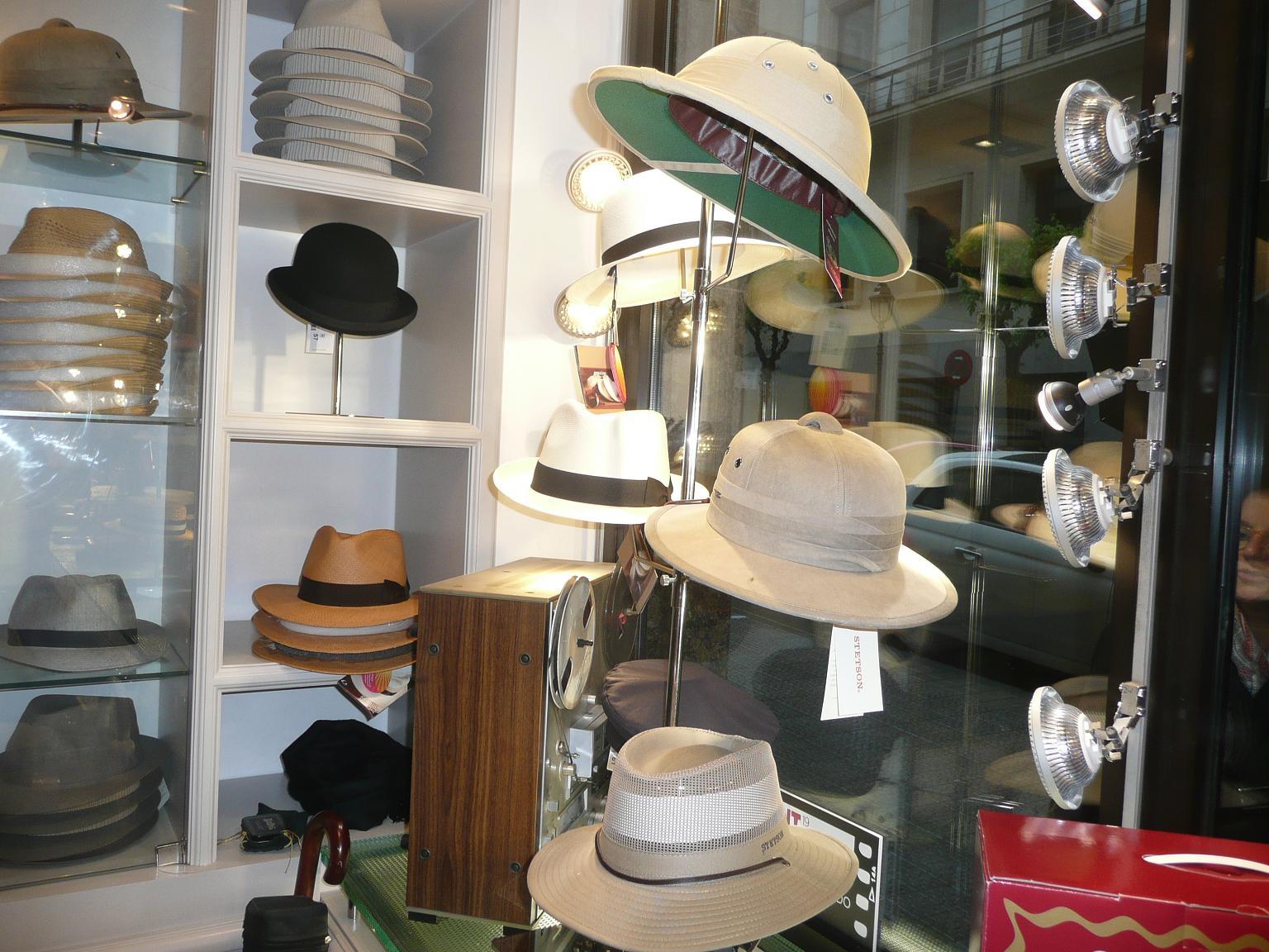 387cf1821b3e0 Sombreros Albero  una inauguración de cine en Bilbao – Arantza Saez ...